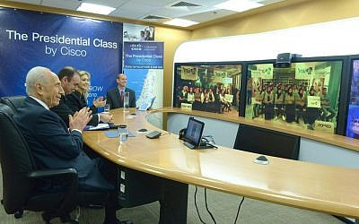 President Shimon Peres conducting a Guinness World Record-breaking online civics class, on February 6, 2014. (photo credit: Mark Neiman/GPO)