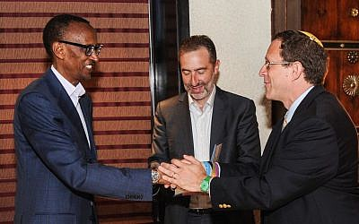 Rwandan President Paul Kagame (left) shakes hands with Yosef Abramowitz, president of Gigawatt Global and CEO of Energiya Global (right), at a June 2013 meeting in Jerusalem. (Photo credit: Courtsey)