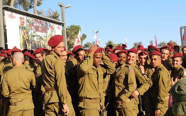 fcda76684490a Illustrative  Dozens of paratroopers received red berets that signified the  end of their training at a ceremony