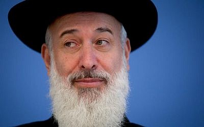 File picture shows former Ashkenazi chief rabbi Yona Metzger at a press conference in Berlin, on August 21, 2013 (photo credit: DPA/AFP/File Kay Nietfeld)