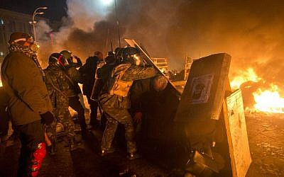 Anti-government protesters clash with riot police in Independence Square in Kiev, Ukraine, on February 18, 2014. (photo credit: AP/Efrem Lukatsky)