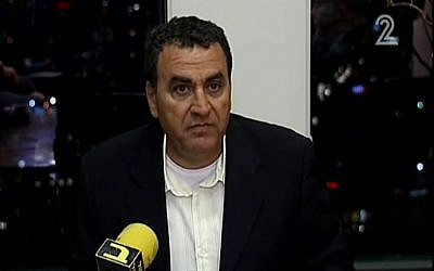 Menashe Arviv announces his retirement from the Israel Police, February 9, 2014 (screen capture: Channel 2)