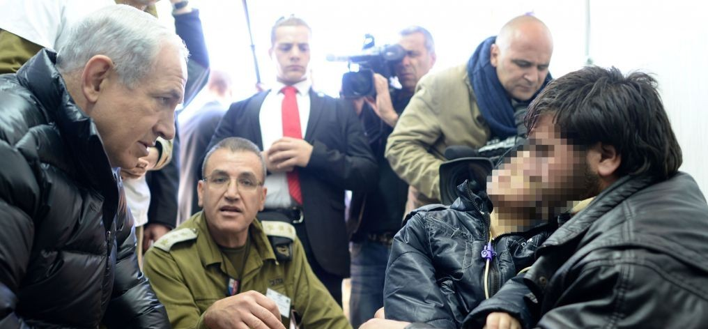 Prime Minister Benjamin Netanyahu visits an IDF field hospital treating wounded Syrians, on the Golan Heights on February 18, 2014. (photo credit: Kobi Gideon /GPO/FLASH90)