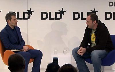 Jan Koum (R.) talks to David Rowan at DLD Munich 2014 (screen capture: YouTube)