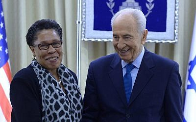 President Shimon Peres meets with Marcia Fudge, chair of the US Congressional Black Caucus, at the president's residence in Jerusalem, February 18, 2014. (photo credit: Mark Neyman/GPO/Flash90)