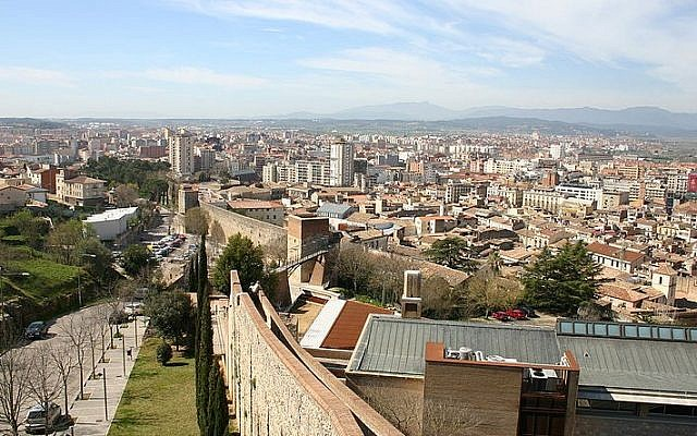 Girona's old city walls (photo credit: Wikimedia Commons/ YearoftheDragon CC BY-SA 3.0)
