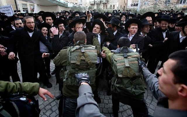 Ultra-Orthodox protesters clash with police, February 6, 2014. (photo credit: Yonatan Sindel/Flash90)