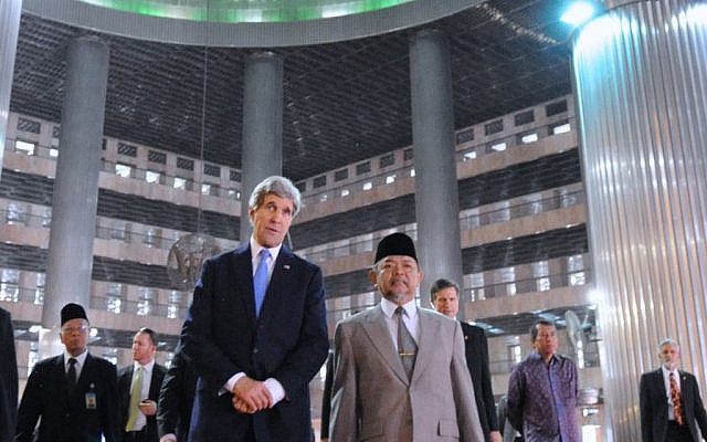 John Kerry and Grand Imam Ali Mustafa Ya'qub at the grand domed prayer hall at the Istiqlal Mosque in Jakarta, Indonesia on Sunday. (photo credit: US Department of State)