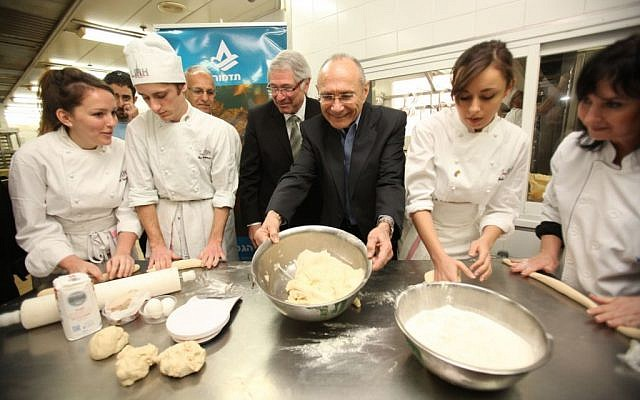 Israel Tourism Minister Dr. Uzi Landau worked with French culinary students as they learned how to bake challah bread at the Tadmor School for Hotel Management in Herzliya (Photo credit: Chen Galili)