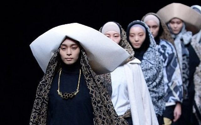 Models display Islamic-inspired creations by Indonesian fashion designer Windri Widiesta Dhari during the Nur Zahra 2014-2015 autumn/winter collection show at Tokyo Fashion Week, March 19, 2014. (Toshifumi Kitamura/AFP)