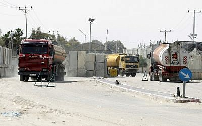 Trucks carrying fuel for the Gaza Strip enter Rafah through the Kerem Shalom crossing between Israel and the southern Gaza Strip on March 16, 2014. (AFP Photo/Said Khatib)