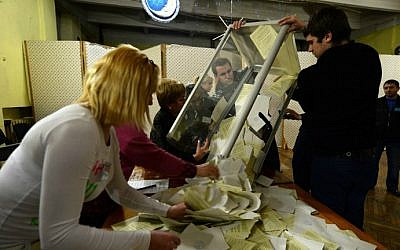 Members of a local electoral commission unload a ballot box at a polling station in Simferopol, Ukraine, on March 16, 2014. (photo credit: AFP PHOTO/ VASILY MAXIMOV)