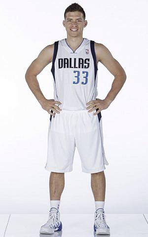 Despite his knee injury, Gal Mekel hopes to sport his #33 jersey again this season. (courtesy NBA)