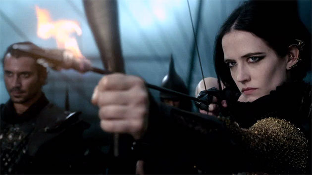 "Eva Green takes aim in ""300: Rise of an Empire"" (courtesy: Warner Bros.)"
