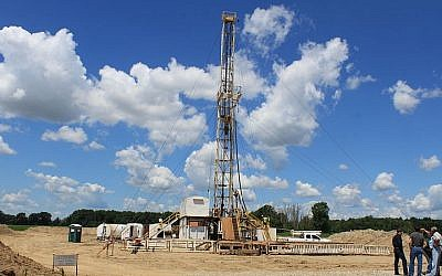 Illustrative photo of an oil rig (photo credit: Dwight Burdette/Wikimedia Commons/File)