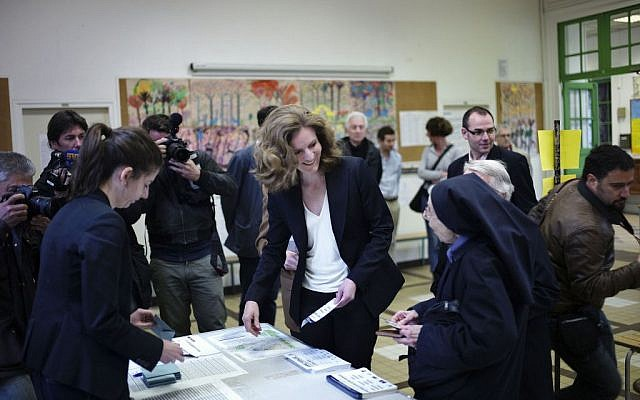 Candidate from the conservative UMP political party, Nathalie Kosciusko-Morizet, centre, prepares to vote in municipal elections in Paris, Sunday, March 30, 2014. (photo credit: AP/Thibault Camus)
