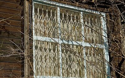A shuttered window in Wolfgang Gurlitt's home. (Europics/Puls 4)