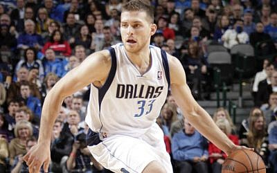 Gal Mekel in his days as Dallas Mavericks #33 (photo credit: Courtesy NBA)