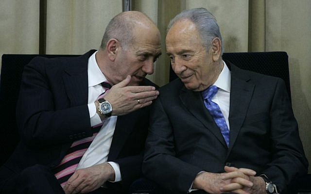 President Shimon Peres and former prime minister Ehud Olmert at a ceremony at the President's Residence in Jerusalem on March 20 2009 (photo credit: Olivier Fitoussi/Flash90)