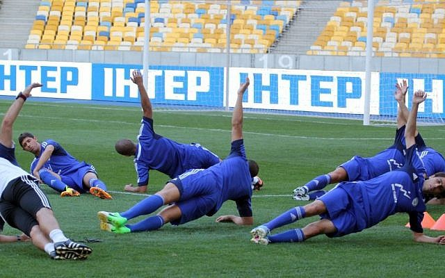 Israel's national soccer team trains ahead of an Israel-Ukraine friendly soccer match in Kiev, Ukraine, on August 13, 2013 (Israel Football Association Website/Flash90)