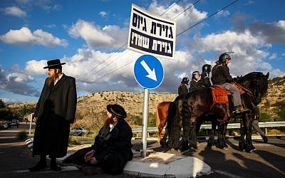 Ultra-Orthodox protesters and police outside a prison where a draft dodger was held earlier this year. (photo credit: Avishag Shaar Yeshuv/Flash 90)