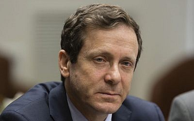 Labor Party chairman MK Isaac Herzog leads a party meeting in the Knesset on February 03, 2014 (photo credit: Flash90)