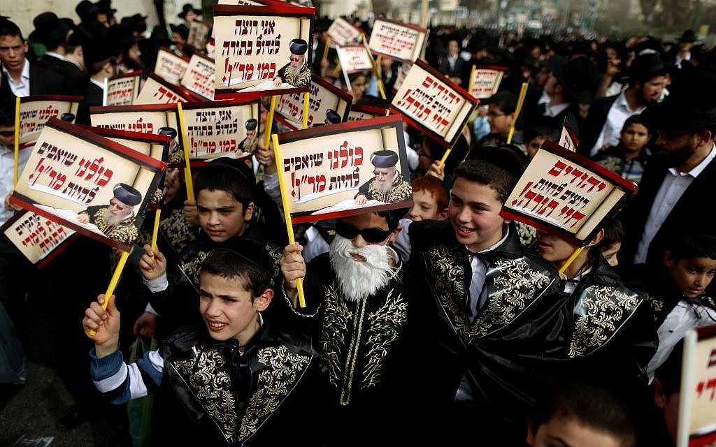 Children dressed as the late Rabbi Obadiah Yosef at the massive ultra-Orthodox anti-enlistment rally in Jerusalem on March 02, 2014 (photo credit: Yonatan Sindel/FLASH90)