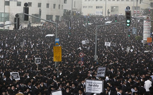 Hundreds of thousands gather in Jerusalem on Sunday, March 2, 2014, to protest the emerging draft law (photo credit: Yonatan Sindel/Flash 90)