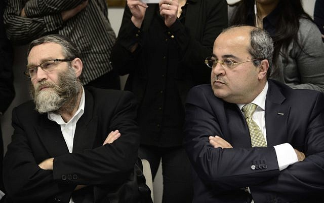 Arab MK Ahmad Tibi (R) with United Torah Judaism's Moshe Gafni (L) at a meeting of the Knesset opposition, March 9, 2014. (Tomer Neuberg/Flash90)