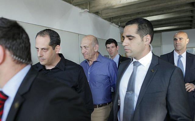 Former prime minister Ehud Olmert arrives in the Tel Aviv District Court on Monday, March 31, 2014 (photo credit: Dror Einav/POOL/Flash90)