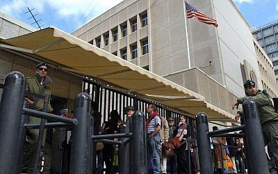 Israelis waiting for US visas line up at the US Embassy in Tel Aviv. (photo credit: AP/Eitan Hess-Ashkenazi/File)
