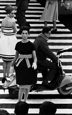 'Nina + Simone,' Piazza di Spagna, Rome (Vogue), 1960 (William Klein/Courtesy HackelBury Fine Art, London)