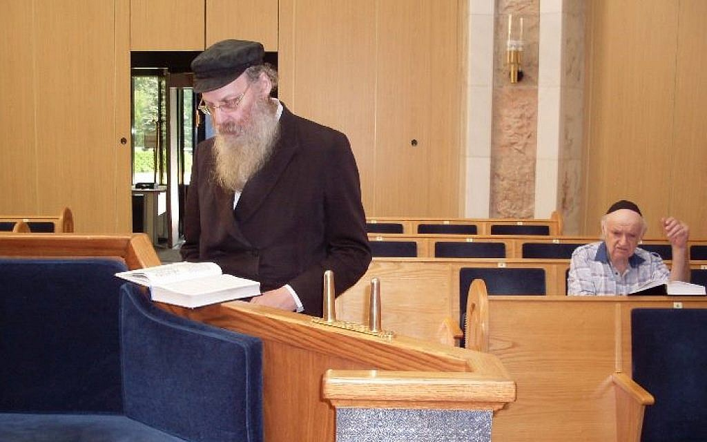 Rabbi Tanhoum Busin praying at Moscow's Holocaust Memorial Synagogue. (Fili synagogue community)