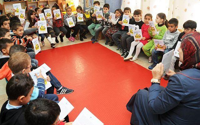 An Arab-Israeli class using the Lantern library books. (Akmal Nagnagy)