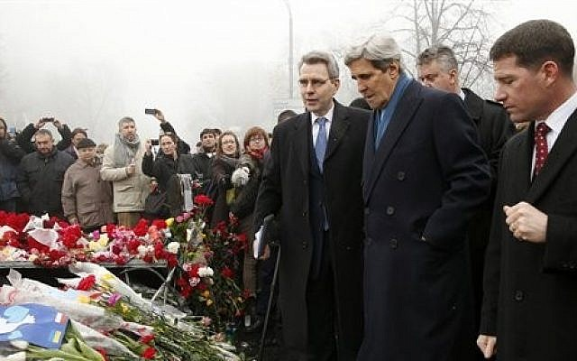Secretary of State John Kerry visits the Shrine of the Fallen in Kiev, Ukraine, Tuesday, March 4, 2014 (photo credit: AP/Kevin Lamarque, Pool)