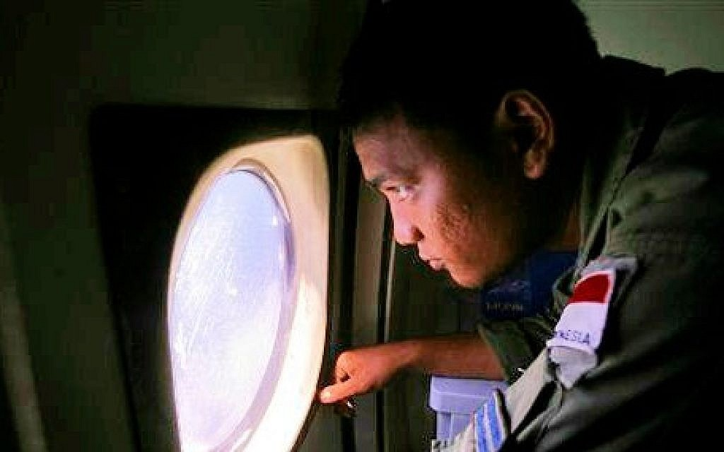 MH370 searchers rely on satellite data to find jet