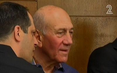 Former prime minister Ehud Olmert at the Tel Aviv District Court on Monday, March 31, 2014 (screen capture: Channel 2)