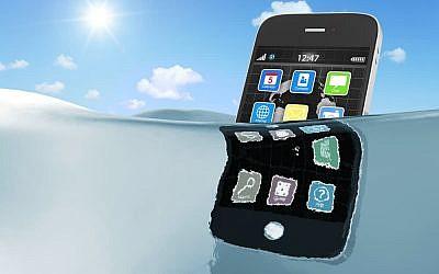 Phone in water (Phone in water image via Shutterstock)