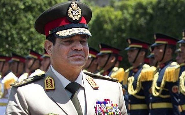 Abdel-Fattah el-Sissi reviews honor guards, April 24, 2013 (photo credit: AP/Jim Watson/Pool)