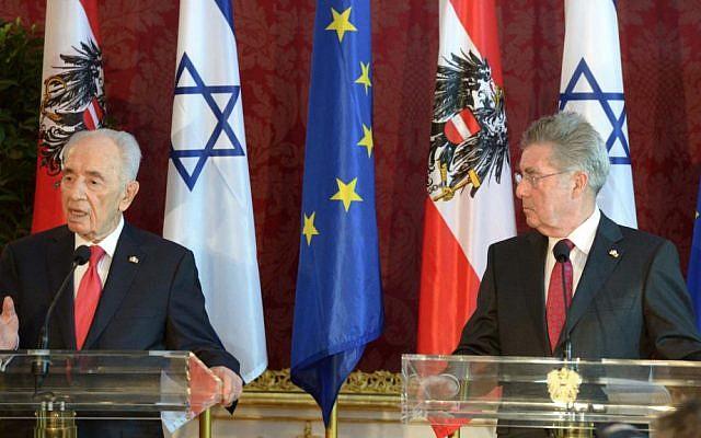 President Peres, left, speaking in Vienna this week next to his Austrian counterpart Heinz Fischer (photo credit: Mark Neiman/GPO)