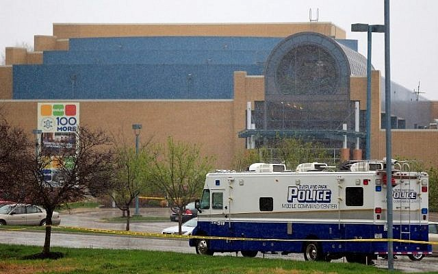 A police vehicle sits in front of the Jewish Community Center in Kansas City, on Apr. 13, 2014 (photo credit: Jamie Squire/Getty Images/AFP)