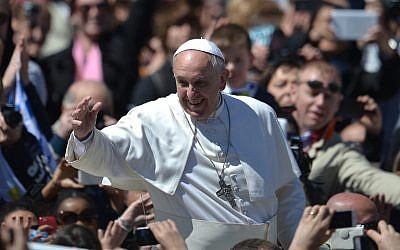 Pope Francis greets the crowd after the Easter mass on April 20, 2014 at St Peter's square in Vatican. (photo credit: AFP PHOTO / FILIPPO MONTEFORTE)