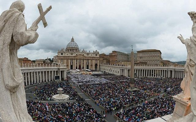 General view of the crowd gathered for the canonization mass of Popes John XXIII and John Paul II at St Peter's square at the Vatican on April 27, 2014. (photo credit: AFP/Vincenzo Pinto)