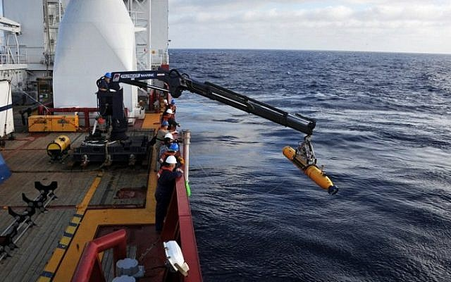 Operators aboard ADF Ocean Shield moving US Navy's Bluefin-21 into position for deployment in the search for missing Malaysia Airlines Flight MH370,  April 14, 2014. (photo credit: AFP/Mass Communication Specialist 1st Class Peter D. Blair/US Navy)