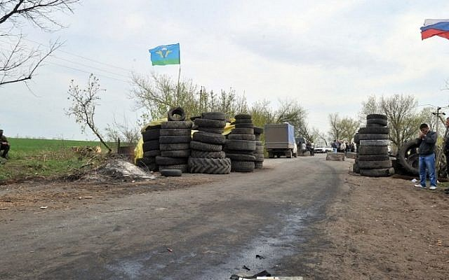 Armed pro-Russian militants stand guard at a check-point outside the eastern Ukrainian city of Slavyansk, on April 20, 2014. (photo credit: AFP Photo/Genya Savilov)