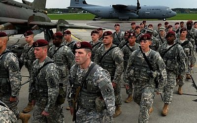The first American troops arrive at the airport in Swidwin, Poland, on April 23, 2014, as part of a force of 600 soldiers the US sent to the Baltic states. (AFP/Janek Skarzynski)