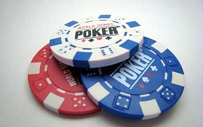 Illustrative photo of poker chips (CC BY-SA Plutor, Wikimedia Commons)