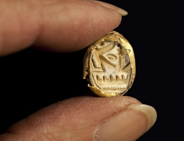 The gold scarab found at Tel Shadud inside an anthropoid coffin.(photo credit: Clara Amit, courtesy of the Israel Antiquities Authority)