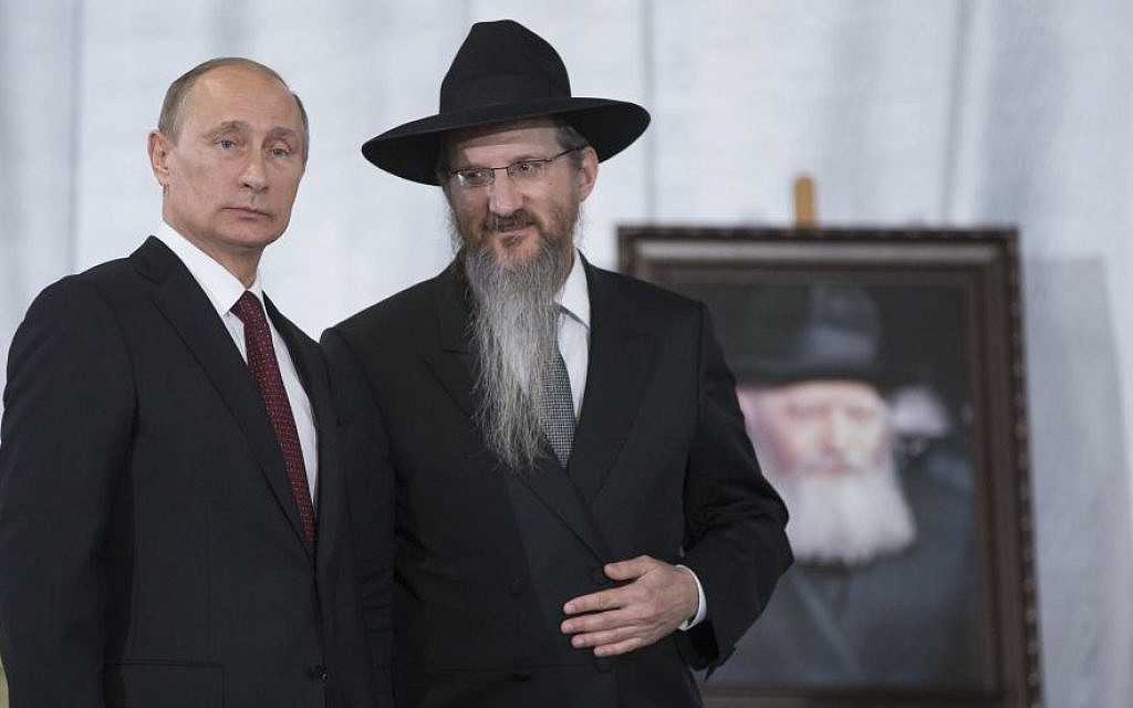 Russian President Vladimir Putin speaks with Russia's Chief Rabbi Berel Lazar in the Jewish Museum in Moscow, on June 13, 2013. (AP Photo/Alexander Zemlianichenko)