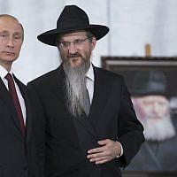 Russian President Vladimir Putin speaks with Russia's Chief Rabbi Berel Lazar in the Jewish Museum in Moscow, on June 13, 2013. (AP Photo/Alexander Zemlianichenko)